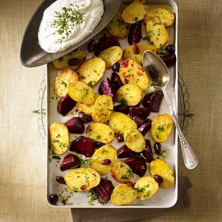 Blechkartoffeln mit Kräuter-Dip Rezept