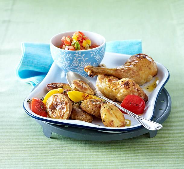 Blechkartoffeln mt Hähnchenkeulen und Tomatensalsa' Rezept