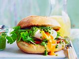 "Blitz-Burger ""Italo-Style"" mit pochiertem Ei Rezept"
