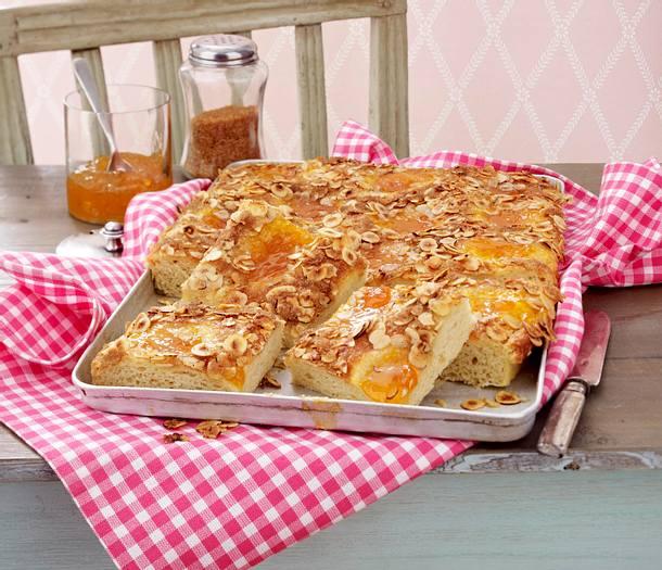 Blitz-Butterkuchen mit Aprikosen-Konfitüre Rezept