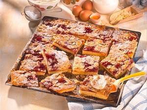 Blitzbutterkuchen mit roter Grütze Rezept