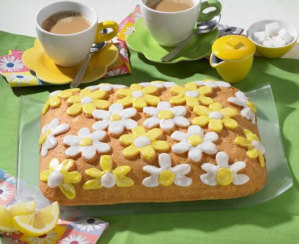 Blüten-Zitronen-Rührkuchen Rezept