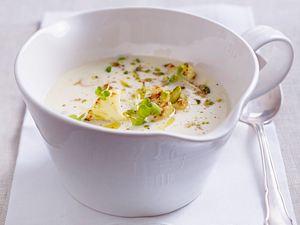 Blumenkohlsuppe mit Pistazien und Shisokresse Rezept