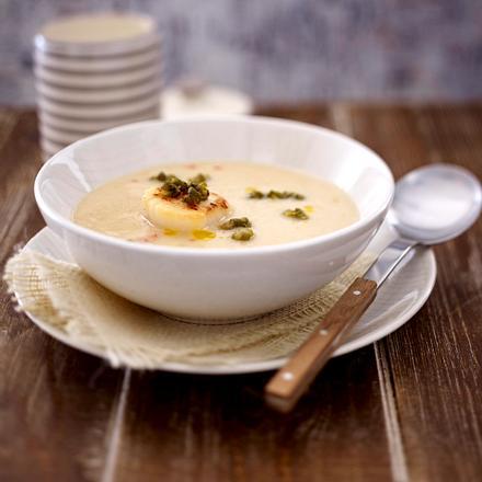 Blumenkohl-Chilisuppe mit gebackenen Kapern und Jacobsmuscheln Rezept