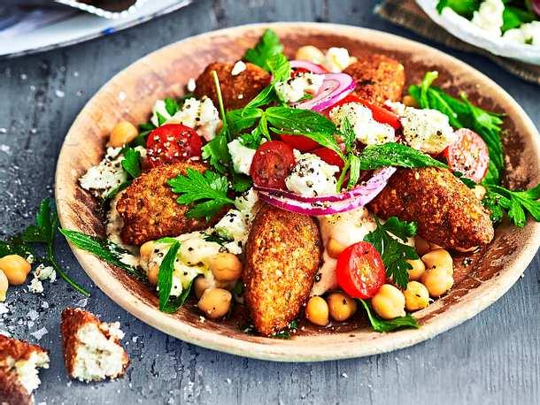 Blumenkohl-Falafel mit Salat - Rezept
