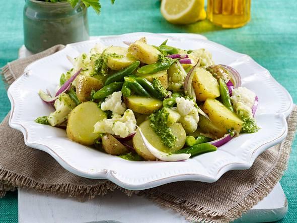 Blumenkohl-Kartoffelsalat mit Kräutern Rezept