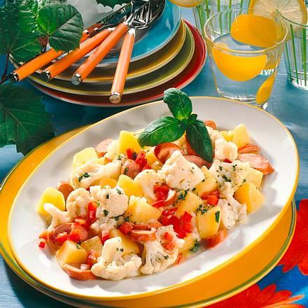 Blumenkohl-Salat mit Würstchen Rezept