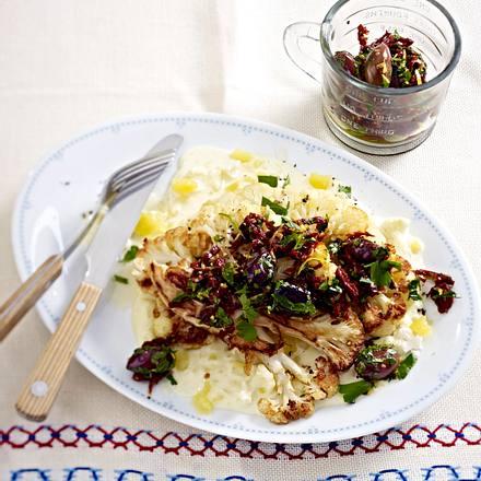Blumenkohl-Steaks mit Kartoffelsoße und Oliven-Relish Rezept