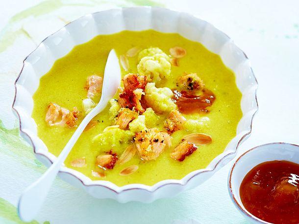 Blumenkohlcurrysuppe mit Lachs
