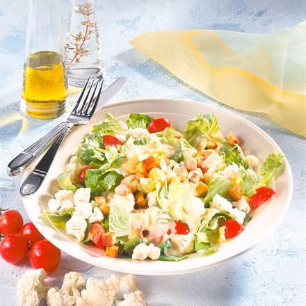 Blumenkohlsalat mit Croûtons und Ei Rezept