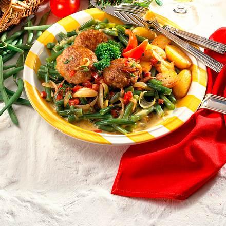 Bohnen-Gemüse mit Frikadellen Rezept