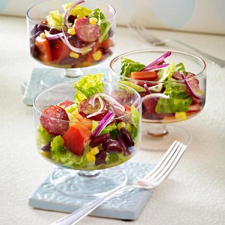 Bohnen-Mais-Salat mit Paprika und Cabanossi (Fußball-Snacks) Rezept