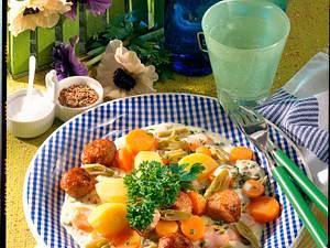 Bohnen-Möhren-Gemüse mit Brätklößchen Rezept