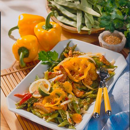 Bohnen-Paprika-Salat mit Pute und Sesam Rezept