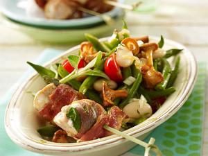 Bohnen-Pfifferlingsalat mit Hähnchen-Spießchen Rezept