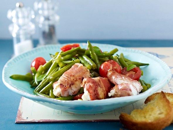 Bohnen-Tomaten-Salat mit gebratenen Ziegenkäsepäckchen Rezept