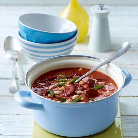 Bohnen-Tomaten-Suppe mit Chorizo und Sahnejoghurt Rezept