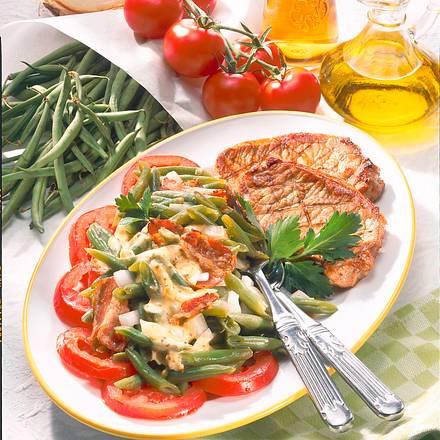 Bohnen-Zwiebel-Salat zu Schweinesteaks Rezept