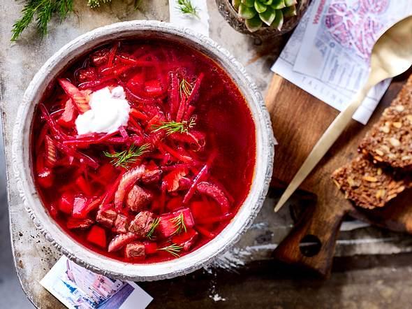 Borschtsch mit Knoblauchbrot Rezept