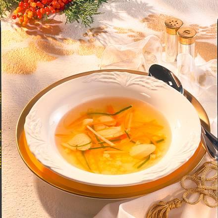 Bouillon mit Gemüsestreifen Rezept
