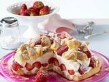 Brandteig-Flockentorte mit Erdbeeren Rezept