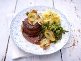 Brandy-Steak mit Salbeichips Rezept