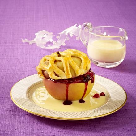 Bratapfel mit Blätterteighaube und roter Grütze Rezept