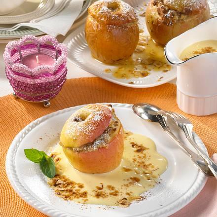 Bratapfel mit Marzipan & Vanillesoße Rezept