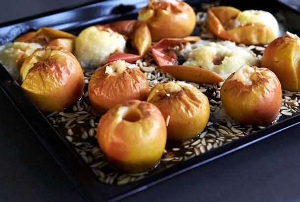 Bratapfelmarmelade mit Mandeln Rezept