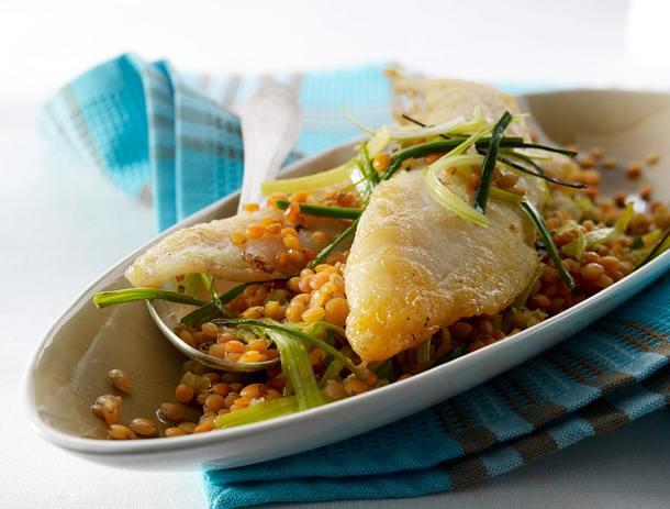 Bratfisch auf roten Balsamico-Linsen Rezept
