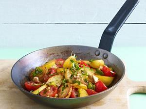 Bratkartoffel mit Leberkäse, Senf, grünen Bohnen und Zwiebeln Rezept