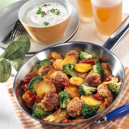 Bratkartoffeln mit Mettbällchen Rezept