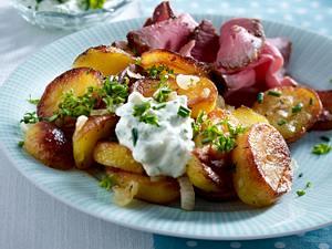 Bratkartoffeln mit Remoulade und Roastbeef Rezept