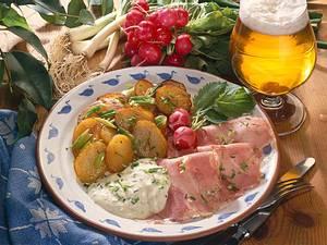 Bratkartoffeln mit Schnittlauchsoße und Schinkensülze Rezept