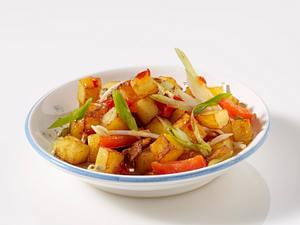 Bratkartoffeln mit Sprossen und Asiasoße Rezept