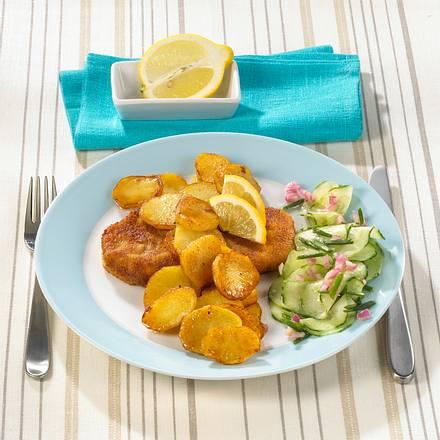 Bratkartoffeln mit Wiener Schnitzel und Gurkensalat Rezept