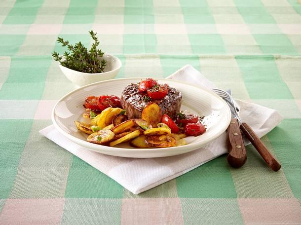 Bratkartoffeln vom Blech mit Steak Rezept