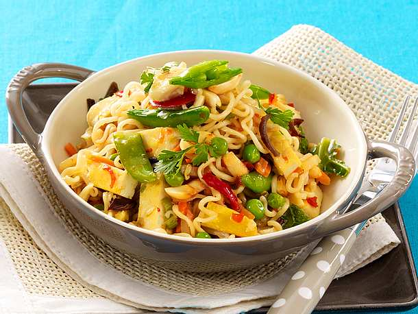 Bratnudeln mit Tofu und Gemüse aus dem Wok Rezept