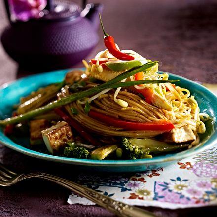 Bratnudeln mit Tofu und buntem Gemüse Rezept