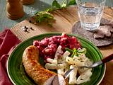 Bratwurst mit Schwarzwurzel-Rahmgemüse und Rote Bete-Püree Rezept