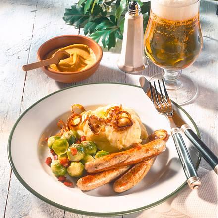 Bratwurst zu Rosenkohl und Kartoffelpüree Rezept