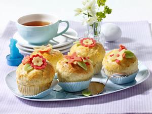 Brioche mit Schokoeierfüllung und Marzipanblüte Rezept