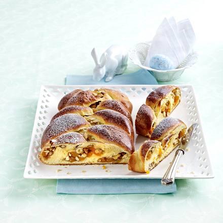 Brioche-Zopf mit Aprikosen-Haselnuss-Füllung Rezept