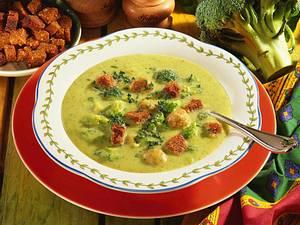 Broccoli-Cremesuppe mit Klößchen Rezept