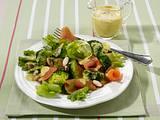 Broccoli-Lachssalat mit Curry-Kefir-Soße Rezept