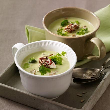 Broccolicremesuppe mit Frischkäsenocken Rezept