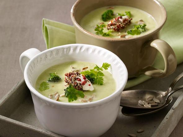 Broccolicremesuppe mit Pfefferfrischkäse Rezept