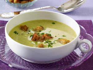 Broccolisuppe mit Croûtons Rezept