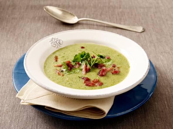 Brokkoli-Cremesuppe mit Speckwürfeln und Koriander Rezept
