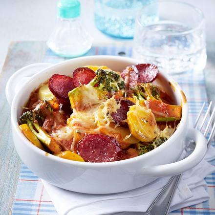 Brokkoli-Kartoffel-Gratin mit Cabanossi in Tomatensoße Rezept